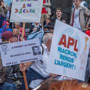 """""""Non à la démocrature"""" """"APL Macron, rends l'argent !"""" Marche contre le coup d'état social des ordonnances Macron. Place de la Bastille, Paris. 23/09/2017 #jaibastille"""