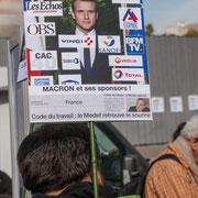 """""""Macron et ses sponsors"""" """"Code du travail : le MEDEF retrouve le sourire"""" Marche contre le coup d'état social des ordonnances Macron. Place de la Bastille, Paris. 23/09/2017 #jaibastille"""
