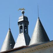 Grosse cloche, Bordeaux. Après l'incendie de 1755, crénelage et campanile viennent couronner les tours couvertes en forme de poivrière. Reproduction interdite - Tous droits réservés © Christian Coulais