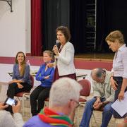 Présentation de la soirée par Anne-Laure Fabre-Nadler. Lancement de campagne dans la 12ème circonscription de la Gironde pour un futur désirable. Sadirac, 17 mai 2017