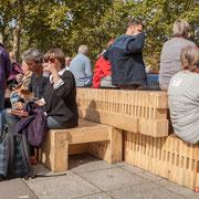 """""""Pause repas avant la grande marche 2"""" Marche contre le coup d'état social des ordonnances Macron. Esplanade du port de l'arsenal, Paris. 23/09/2017 #jaibastille"""