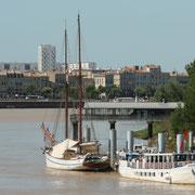 La Garonne, Ponton Yves Parlier, quai des Chartrons, cité du Grand-Parc, Bordeaux. Reproduction interdite - Tous droits réservés © Christian Coulais