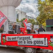 """Camion-plateau picard """"Ils ont l'argent, on a les gens !"""" Marche contre le coup d'état social des ordonnances Macron. Esplanade du port de l'arsenal, Paris. 23/09/2017 #jaibastille"""