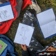 Un tracteur et trois dessins différents pour nos artistes en herbe. Château Roquebrune, Cénac, 2 octobre 2007