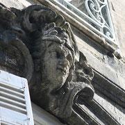 Mascaron de Bordeaux, à visage de femme dégradé. Reproduction interdite - Tous droits réservés © Christian Coulais
