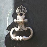 Autre symbolisme du XVIIIème siècle, les poignée en fer forgé. Bordeaux. Reproduction interdite - Tous droits réservés © Christian Coulais