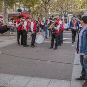 12h20 La fanfare se chauffe. Marche contre le coup d'état social des ordonnances Macron. Esplanade du port de l'arsenal, Paris. 23/09/2017 #jaibastille