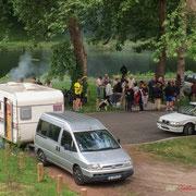 La caravane des Insoumis à leur apéritif, 9ème circonscription de la Gironde. Ecluse de Castets-en-Dorthe. 4 juin 2017