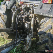 Attelage et prises hydraulique du tracteur Lamborghini 990-F. Château Roquebrune, Cénac, 2 octobre 2007