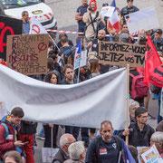 """""""Informez-vous, jetez vos télés"""" Marche contre le coup d'état social des ordonnances Macron. Place de la Bastille, Paris. 23/09/2017 #jaibastille"""