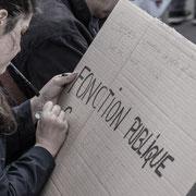 """""""Fonction publique...en direct de la réalisation du panneau. Marche contre le coup d'état social des ordonnances Macron. Place de la Bastille, Paris. 23/09/2017 #jaibastille"""