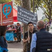 """""""Humanisme + écologie = la France insoumise"""" Marche contre le coup d'état social des ordonnances Macron. Esplanade du port de l'arsenal, Paris. 23/09/2017 #jaibastille"""