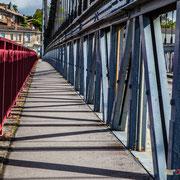 Le Pont du Rouergue est un pont suspendu, pont-route qui a été achevé en 1935. Ville d'Histoire, ville d'Art, la Réole. 20 mai 2017