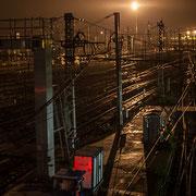 Extérieur nuit, cheminot, rails, aiguillages, signalisations, Gare Saint-Jean, Bordeaux