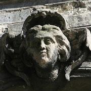 Mascaron de Bordeaux, à visage de jeune homme romantique. Reproduction interdite - Tous droits réservés © Christian Coulais