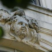 Mascaron de Bordeaux, à visage d'homme coiffé de glands  de chêne. Reproduction interdite - Tous droits réservés © Christian Coulais