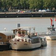 Ponton Yves Parlier sur la Garonne. Bordeaux. Reproduction interdite - Tous droits réservés © Christian Coulais