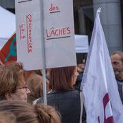 """""""Ordonnances 49-3 l'arme des lâches"""" Marche contre le coup d'état social des ordonnances Macron. Place de la Bastille, Paris. 23/09/2017 #jaibastille"""