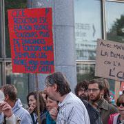 """11h20 """"CICE, réduction ISF, évasion fiscale, toujours plus de dividendes et toujours moins d'emplois : les riches nous coûtent trop cher ! Marche contre le coup d'état social des ordonnances Macron. Place de la Bastille, Paris. 23/09/2017 #jaibastille"""