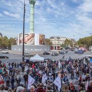 Petit à petit, les 130 bus arrivent de la France entière. Marche contre le coup d'état social des ordonnances Macron. Place de la Bastille, Paris. 23/09/2017 #jaibastille