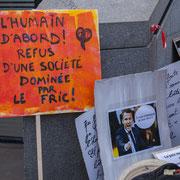 """""""L'humain d'abord ! Refus d'une société dominée par le fric ! Marche contre le coup d'état social des ordonnances Macron. Place de la Bastille, Paris. 23/09/2017 #jaibastille"""