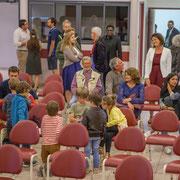 Arrivée du public. Lancement de campagne d'Anne-Laure Fabre-Nadler et Fabienne Hurmic, dans la 12ème circonscription de la Gironde pour un futur désirable