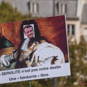 """""""La servilité n'est pas notre destin, signée une fainéante libre"""" Marche contre le coup d'état social des ordonnances Macron. Place de la Bastille, Paris. 23/09/2017 #jaibastille"""