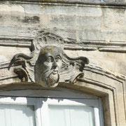 Mascaron de Bordeaux, à visage d'homme asiatique, façade place du Parlement. Reproduction interdite - Tous droits réservés © Christian Coulais