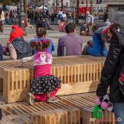 """""""PHIllette sur le banc public"""" Marche contre le coup d'état social des ordonnances Macron. Esplanade du port de l'arsenal, Paris. 23/09/2017 #jaibastille"""