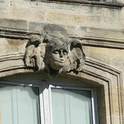 Mascaron de Bordeaux, à visage d'ange poupin. Reproduction interdite - Tous droits réservés © Christian Coulais