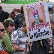 """""""Macron 1er Attention à la marche !"""" Marche contre le coup d'état social des ordonnances Macron. Place de la Bastille, Paris. 23/09/2017 #jaibastille"""