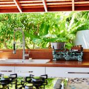 Bar donnant sur le jardin tropical