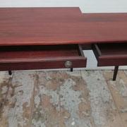 Tisch aus historischem, ca. 200-jährigem englischen Mahagoni - Detailansicht