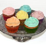 Cupcakes mit buntem Topping