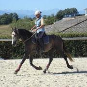 Foto: Elisabeth de Corbigny montando Equitación Etológica