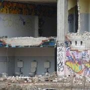 Ein Blick in alte Toiletten     (c) Heinz Maas