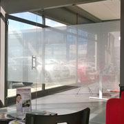 porta in vetro trasparente con decorazione sabbiata