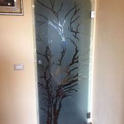 porta a vetro sabbiata con disegno trasparente