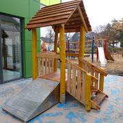 U3 Spielhaus mit Rutschenhügel