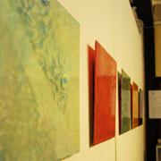 ほとりのまにまに 2011 パネルに綿布、木版画、雁皮紙、アクリル、塗料 各25×25cm 一部個人蔵