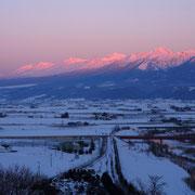 夕日に赤く染まる十勝岳連峰