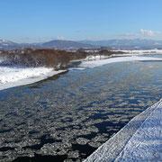 滝川市 砕氷流れる石狩川