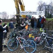 Manifestation pour une piste cyclable Die-Pont de Quart (2009)