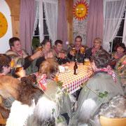 die Gnomen prosten darauf an, alle Gäste aus dem Resti vertrieben zu haben