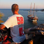 Blick auf den heute friedlich und zivil genutzten Hafen von Knidos