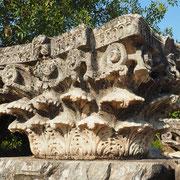 Säulenkapitell - arbeitslose Bildhauer gab es nicht in Aphrodisias ...