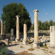 Von Säulen umgebene Nord-Agora