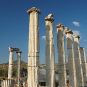 Reste der Säulenhalle des Aphrodite-Tempels