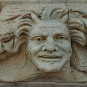 Relief an einem Tempelfries