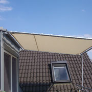 Balkonbeschattung auf einem Rahmen gespannt